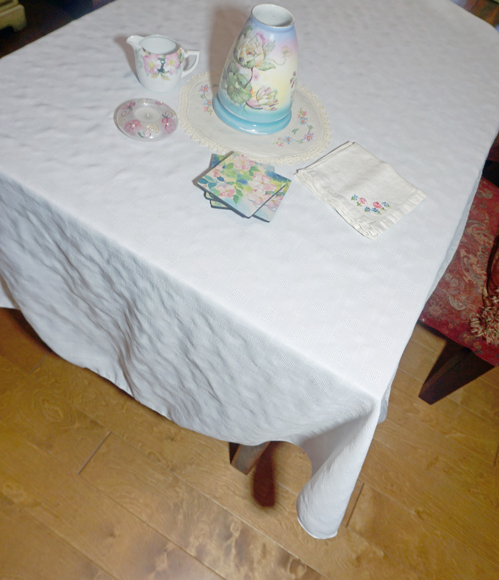 70 Inch Round Check Tablecloth
