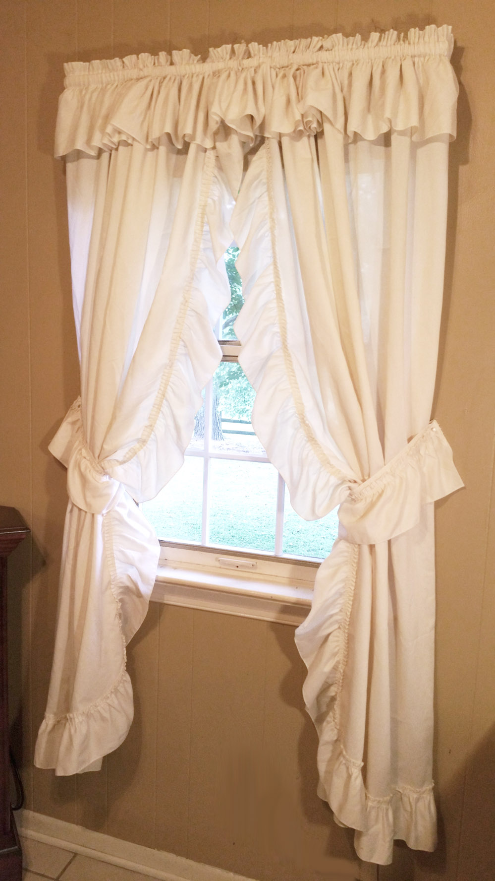 Vintage Ruffled Country Curtains In Ivory