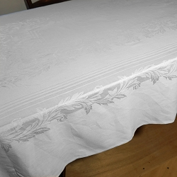 1940s Damask Tablecloth 76x60