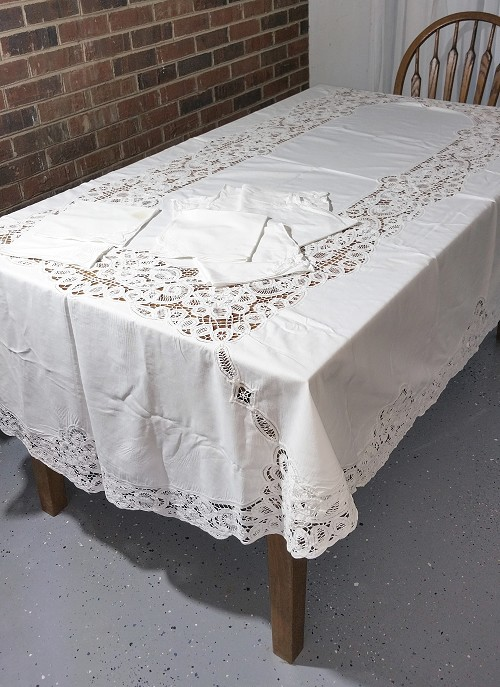 Large Oblong Battenburg Tablecloth with 6 Napkins